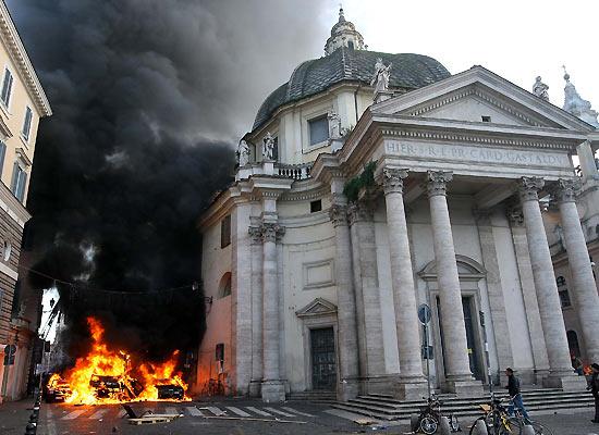 barricate a Roma dopo la fiducia a Berlusconi